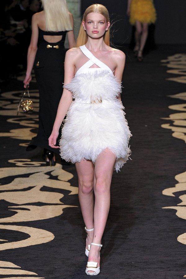 versace Top 5 najmlađih manekenki koje osvajaju svetske modne piste