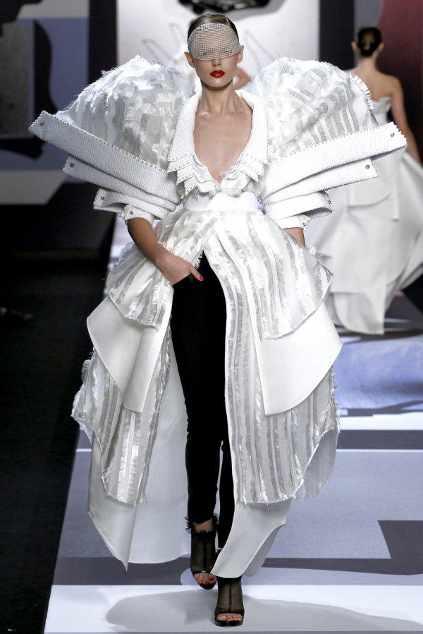 viktor rolf ss11 Top 5 najmlađih manekenki koje osvajaju svetske modne piste