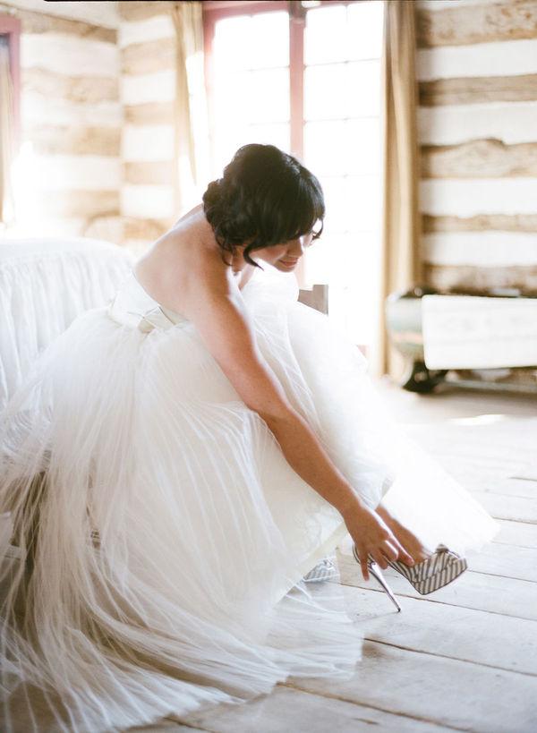 09370021 Našminkaj me, obuci me, danas se udajem!