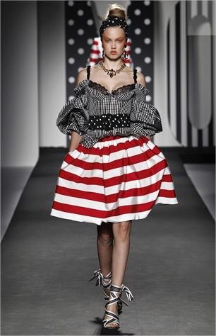 moschino ready to wear full length photos milan springsummer 2011 vogue com uk mozilla firefox Mornarski stil