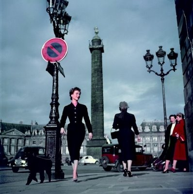 by robert capa paris 1950s New look: pedesete