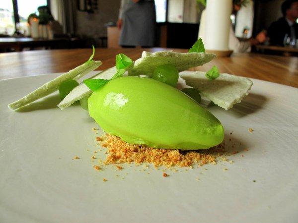 agurk og jernurt  yoghurt og marengs 4 Šumski jelovnik
