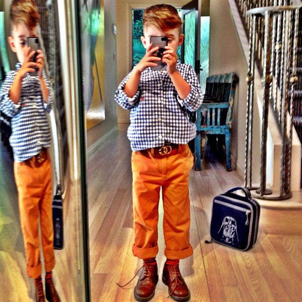 a 4x 10 Nova ikona stila: Petogodišnji dečak postao zvezda na Instagramu