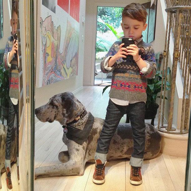 a 4x 14 Nova ikona stila: Petogodišnji dečak postao zvezda na Instagramu