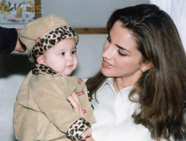 queen rania with a child Ranija od Jordana   borac za ljudska prava
