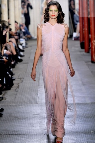 giles ready to wear full length photos london springsummer 2011 vogue com uk mozilla firefox Prolećni trend: rese