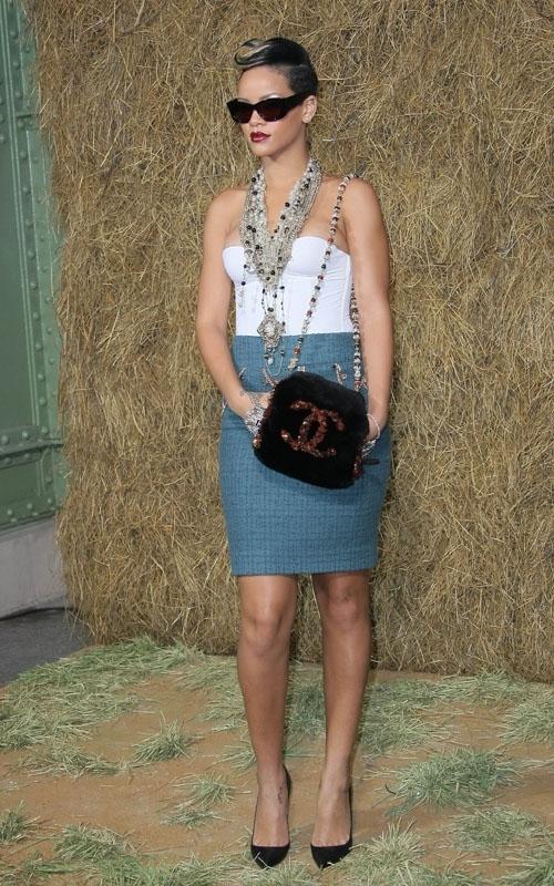 attending chanel fashion show in paris  october 06  2009 Stilske transformacije: Rihanna