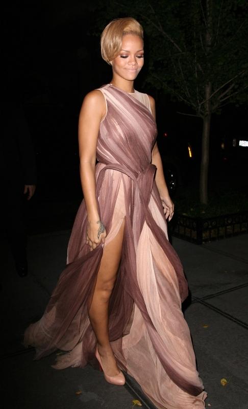 glamour awards dinner in new york  november 09  2009 Stilske transformacije: Rihanna