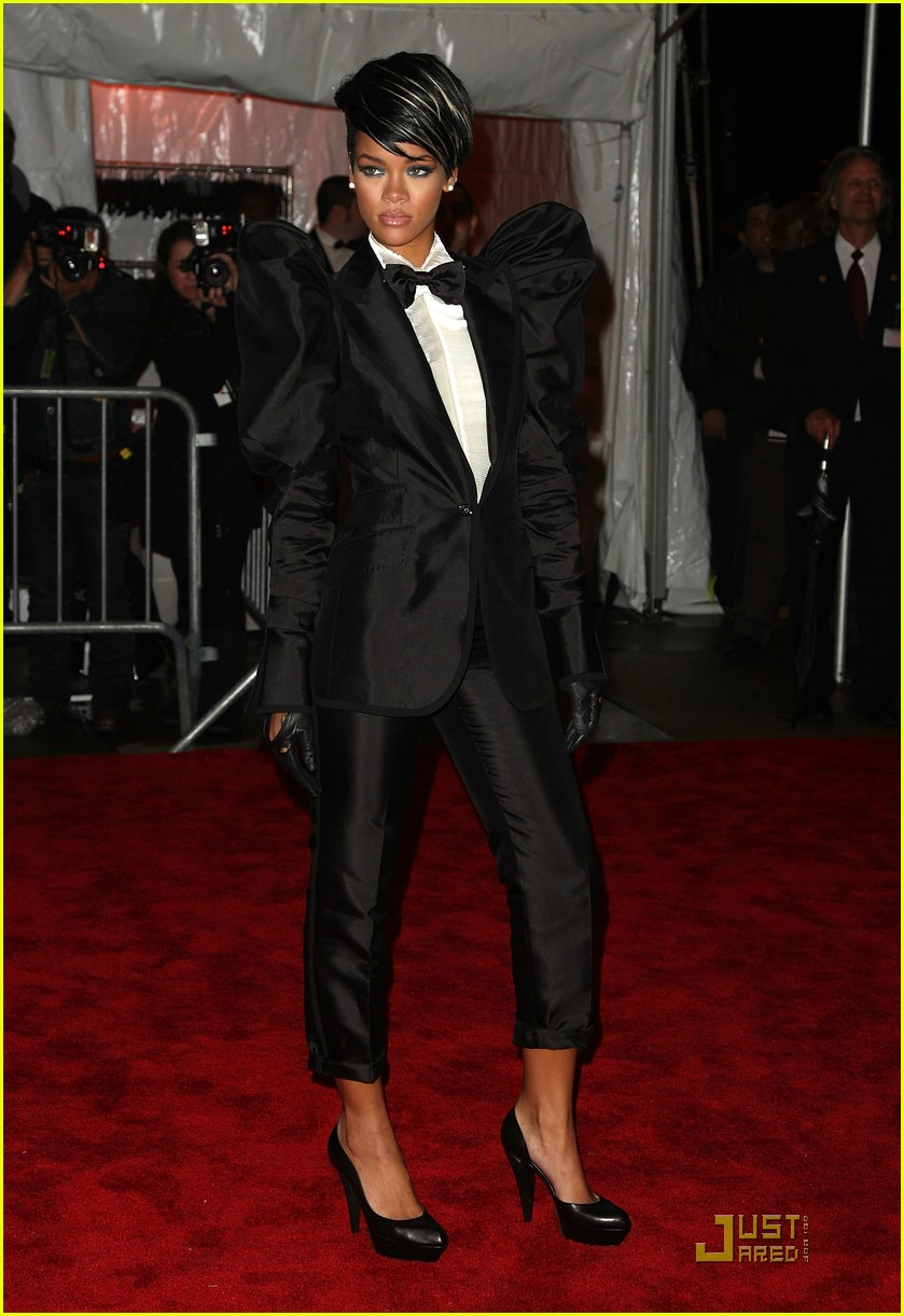 rihanna met costume institute gala 2009 04 Stilske transformacije: Rihanna