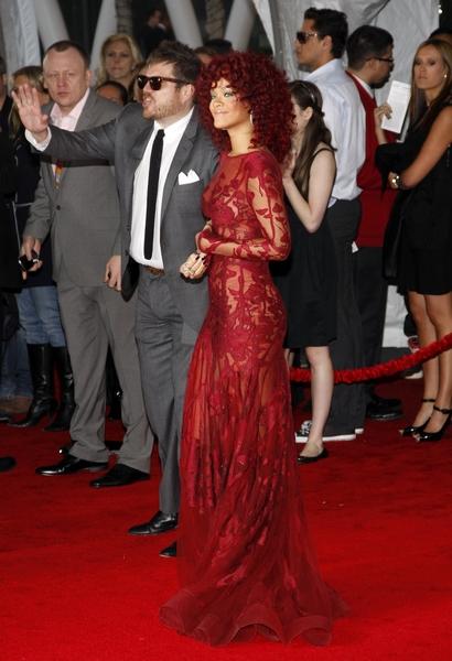 rihannaineliesaabcouture2010amas Stilske transformacije: Rihanna