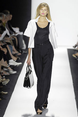 00010m 0 Badgley Mischka: Između stila i trenda