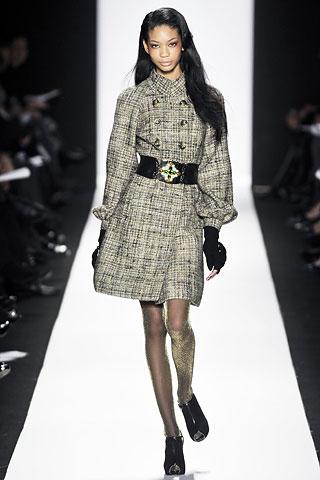 00100m 0 Badgley Mischka: Između stila i trenda