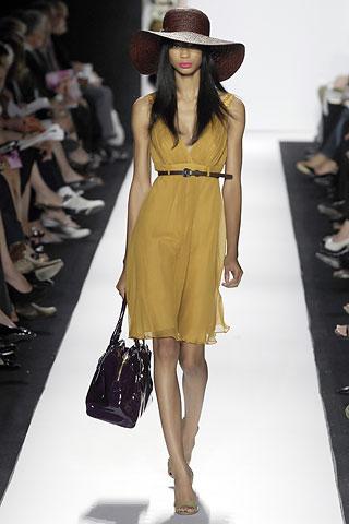 00190m Badgley Mischka: Između stila i trenda