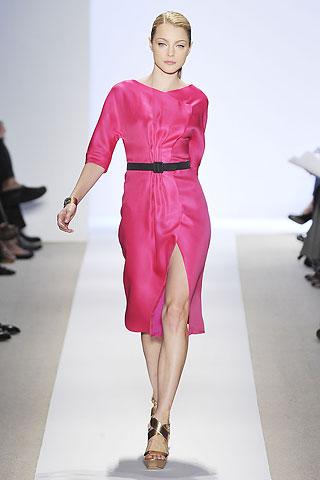 00170m Badgley Mischka: Između stila i trenda
