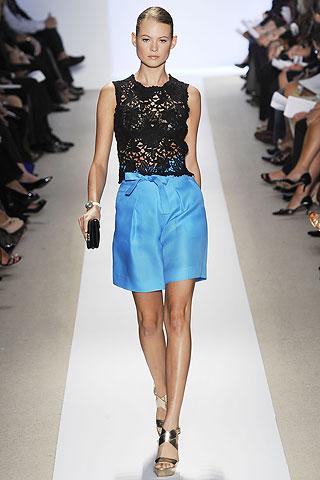 00180m Badgley Mischka: Između stila i trenda