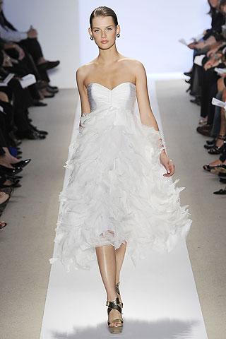00210m Badgley Mischka: Između stila i trenda