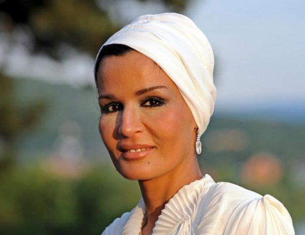 227031 211650302190219 211650088856907 729727 7589814 n Royal style: Sheikha Mozah bint Nasser Al Missned