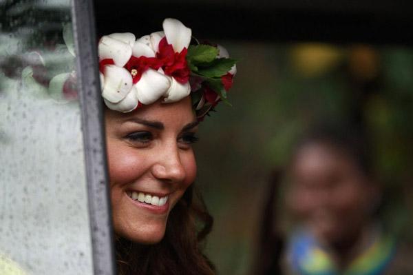katemiddletonsmilestolocalsasshedepartstheculturalvillageinhoniara Srećan rođendan, Kate Middleton!