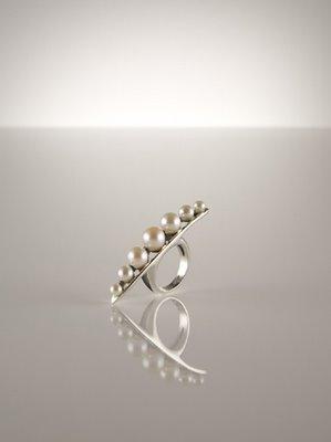 bv ring pearl massge d Betony Vernon i Paradise Found kolekcija