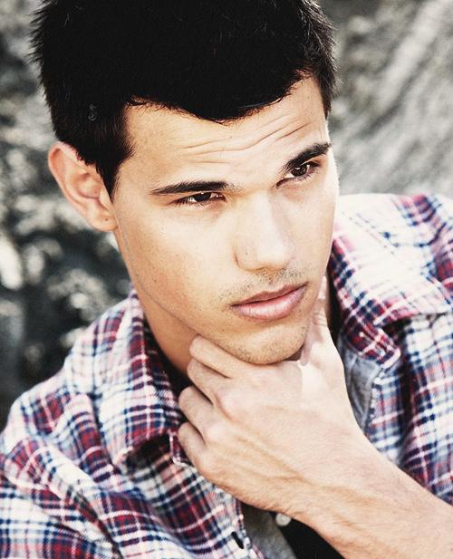 tumblr mi0q5dza9d1qe48eqo1 500 Srećan rođendan, Taylor Lautner!