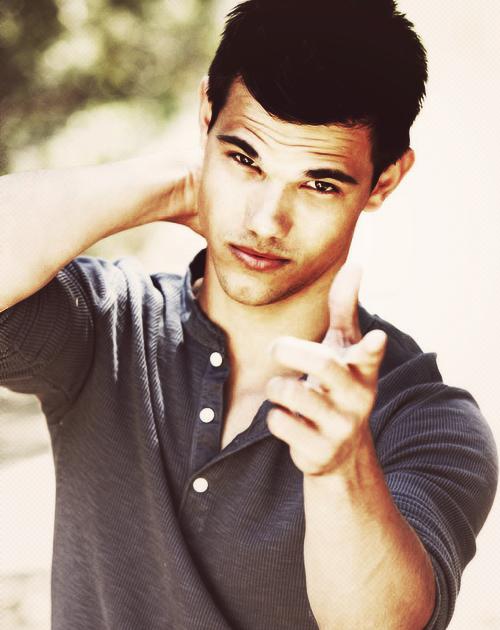 tumblr mi0t0xb6em1qe0m9jo2 500 Srećan rođendan, Taylor Lautner!