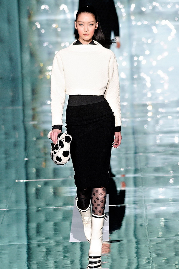 marc jacobs rtw fw2011 runway 020 233430249874 Back to Tiffanys