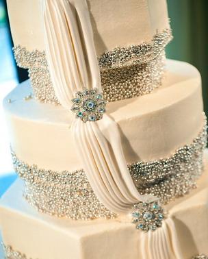 adam nyholt junebug weddings 10 19 2010 422 Svadbena torta