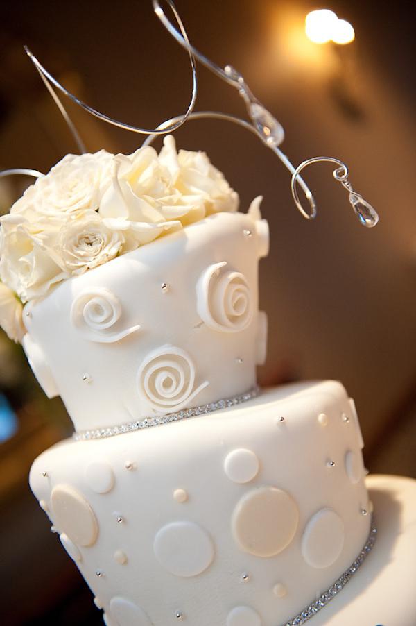 adam nyholt junebug weddings 10 19 2010 466 Svadbena torta