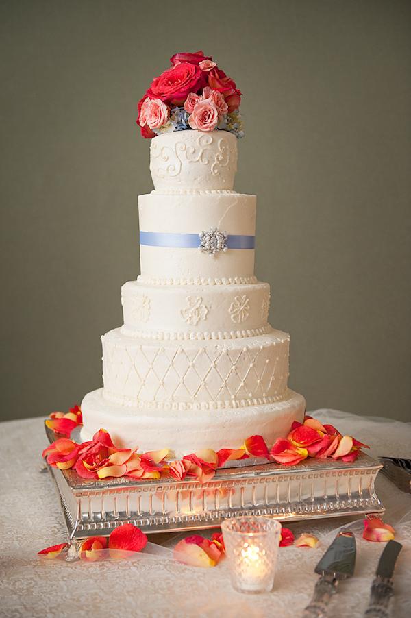 adam nyholt junebug weddings 10 28 2010 137 Svadbena torta