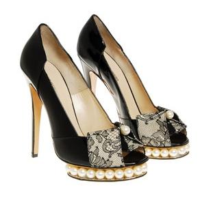 lace shoes Trend za jesen 2010.  Aksesoari od čipke