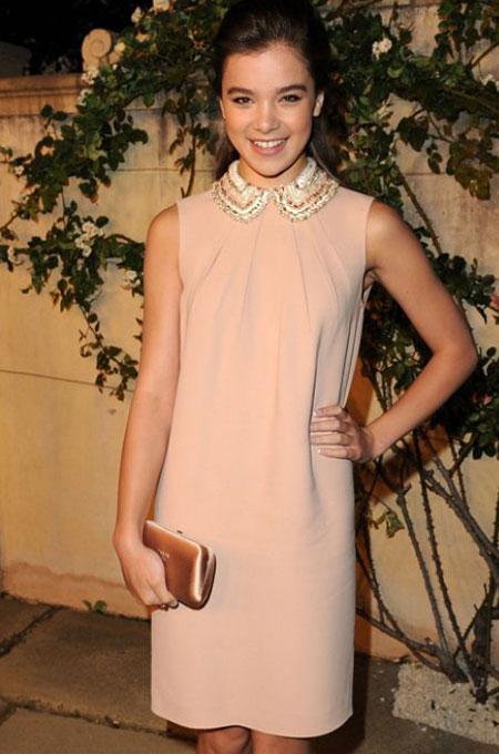hailee steinfeld peter pan collar Moda Holivuda: Trend izveštaj