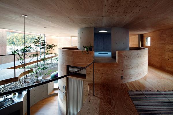 pithouse01 UID Architects: Koštičava kuća u Okajami u Japanu