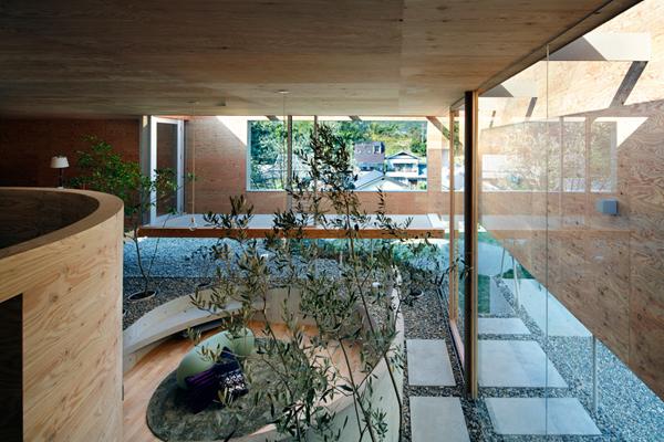 pithouse05 UID Architects: Koštičava kuća u Okajami u Japanu
