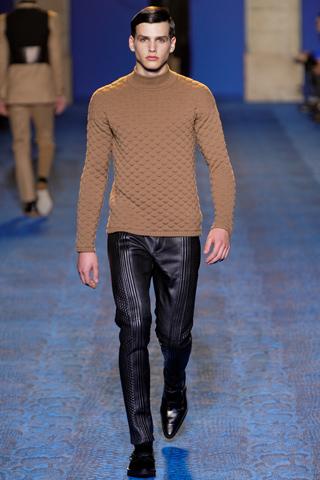 vs4 Fashion moMENts: Runway Fashion
