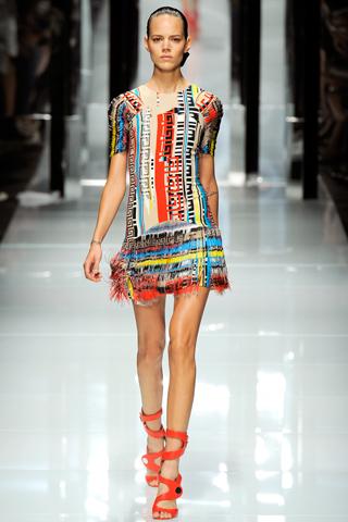 00370m Versace RTW kolekcija za proleće/leto 2011.
