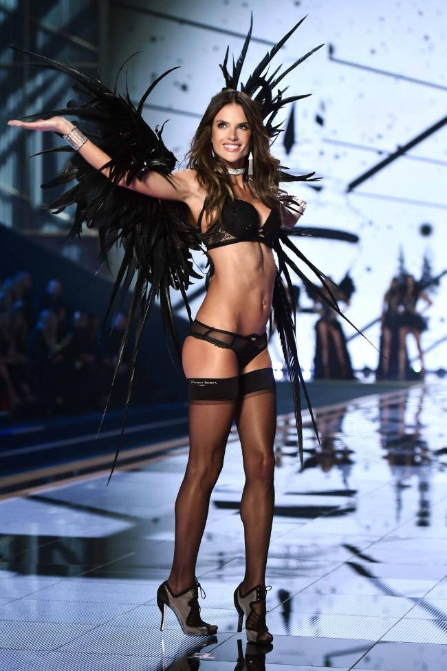 odrzana godisnja revija brenda victorias secret 11 Održana godišnja revija brenda Victorias Secret