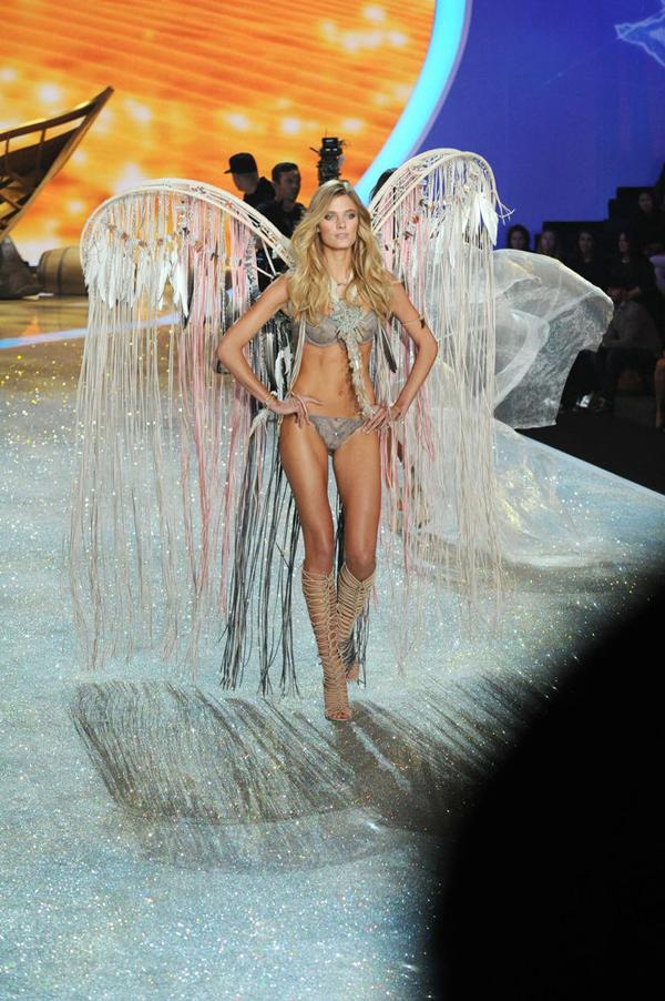 slide 325343 3116725 free Viktorijini anđeli raširili krila
