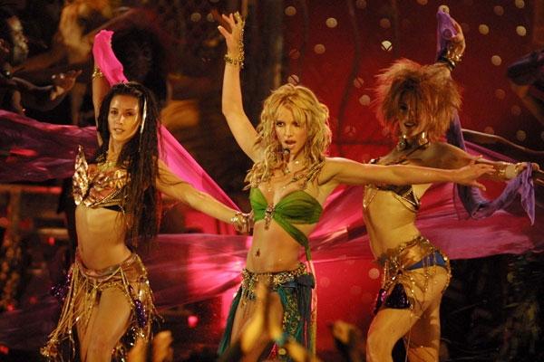 2001 mtv vmas performance  Zvezdani preobražaji: Britney Spears