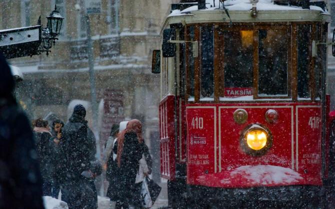 turska Istanbul sa one strane ogledala