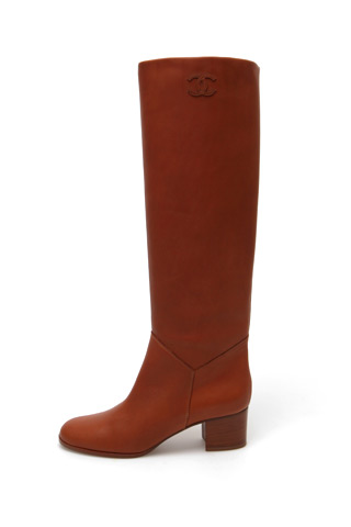 chanel leather boot Predlažemo: Must have za zimsku sezonu