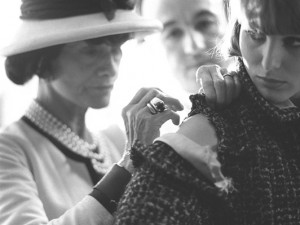 coco chanel working 300x225 Coco Chanel