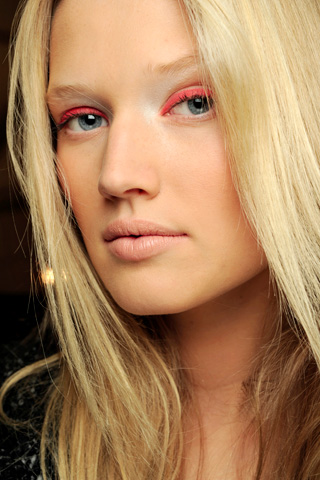 DerekLam V 17dec10 b Beauty trendovi za proleće/leto 2011.