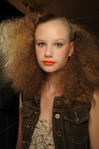 MarcbyMarcJacobs V 17dec10 b Beauty trendovi za proleće/leto 2011.
