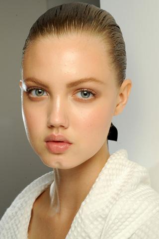 Versace V 17dec10 b Beauty trendovi za proleće/leto 2011.
