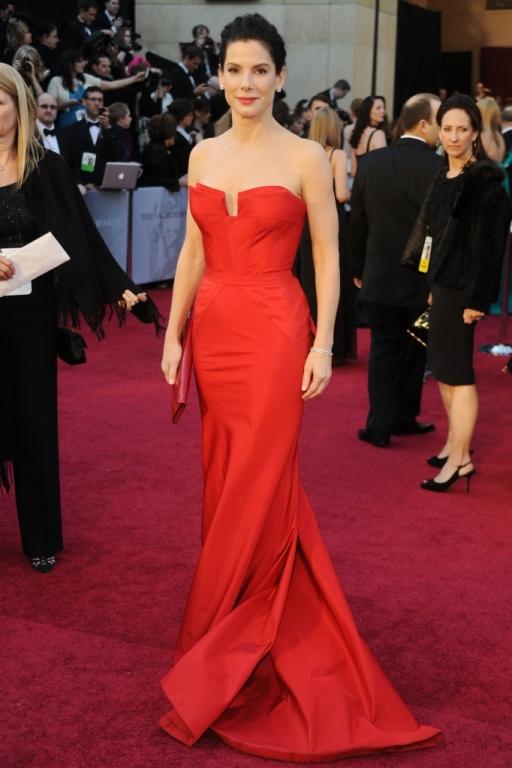 Sandra Bullock on the Red Carpet at the 2011 Oscars 1 682x1024 Oskar 2011