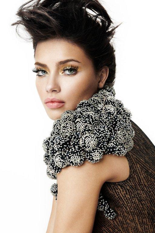 adriana lima2 Adriana Lima & Vogue Brasil