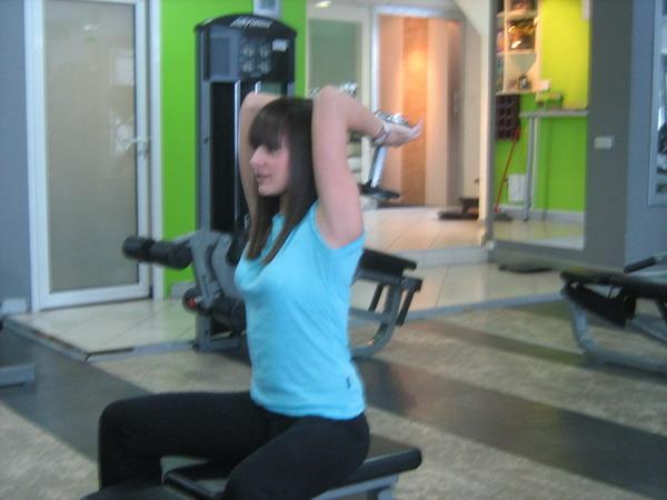 aktivacija sve tri glave tricepsa zavrsni polozaj Dobar trening: Definicija mišića ruku