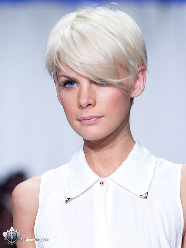 kejt pek Hairstyle 2011: platinasto plava