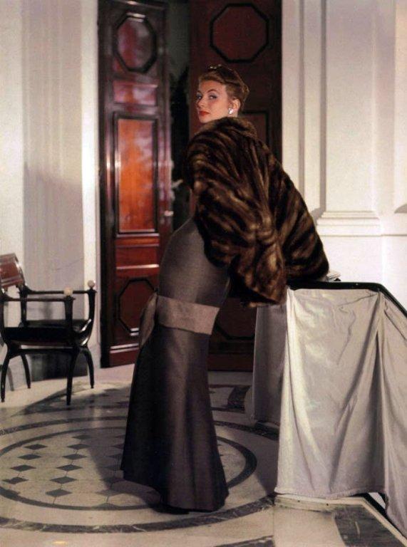 1953 Oct V Suzy Parker wearing Dior   photo John Rawlings.209162704 large Kako funkcioniše visoka moda