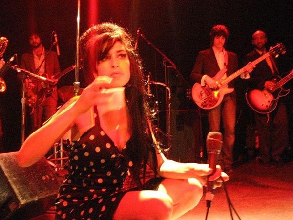 800px Amy Winehouse 2 Amy Winehouse
